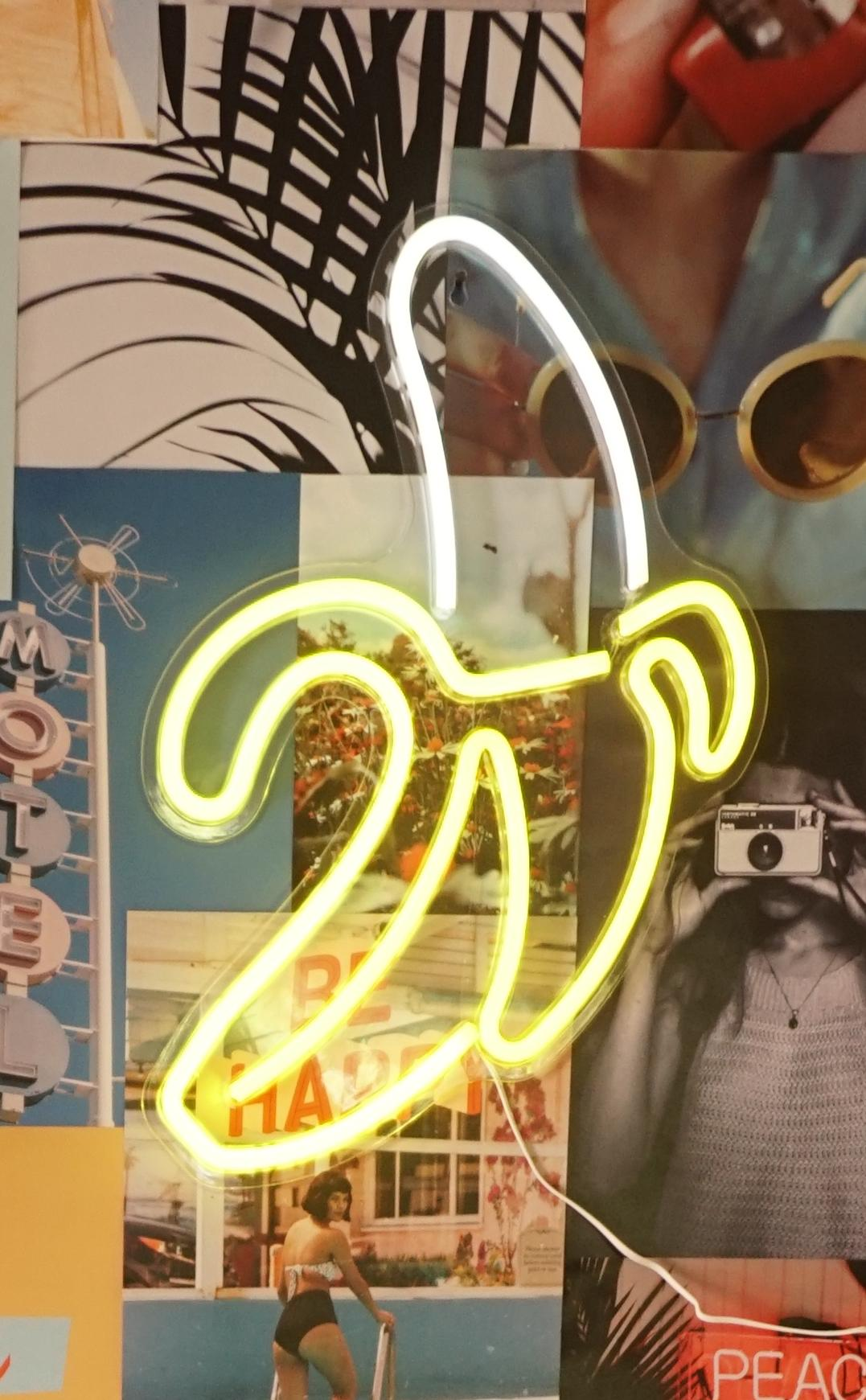 שלט נאון בננה